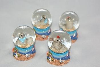 Schneekugel Seehund 4-fach sort.